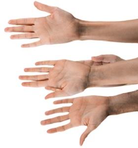 handen bieden hulp aan